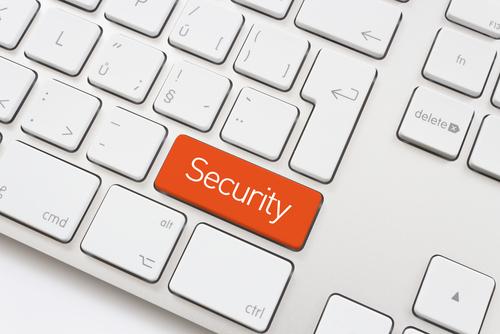 Tecla Segurança em vermelho no teclado branco