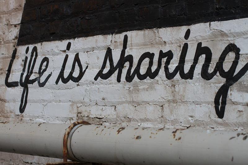 A vida é compartilhar_life is sharing_Alan Levine
